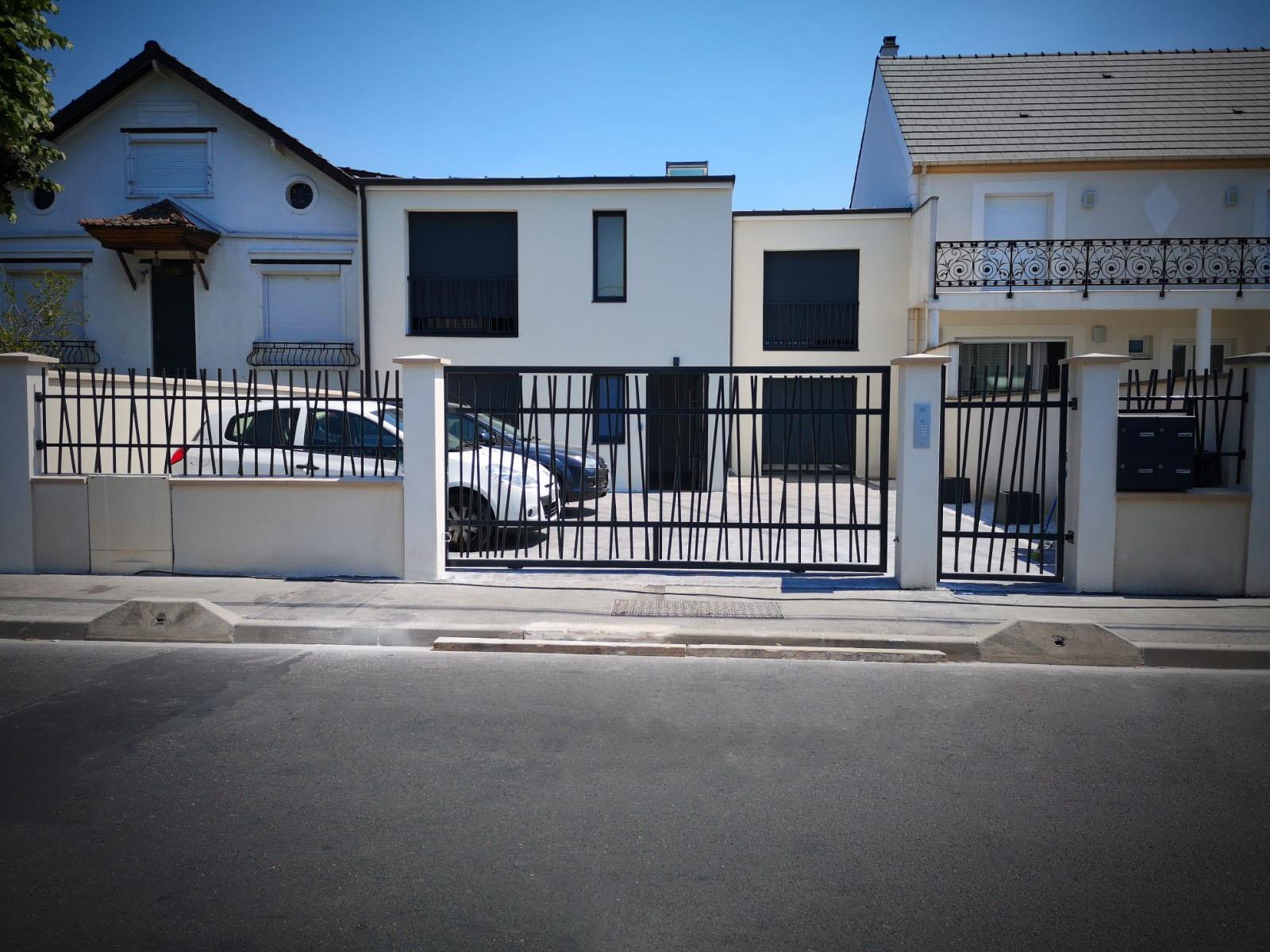 Réalisation de garde-corps, portail, portillon, porte d'entrée et fenêtres.